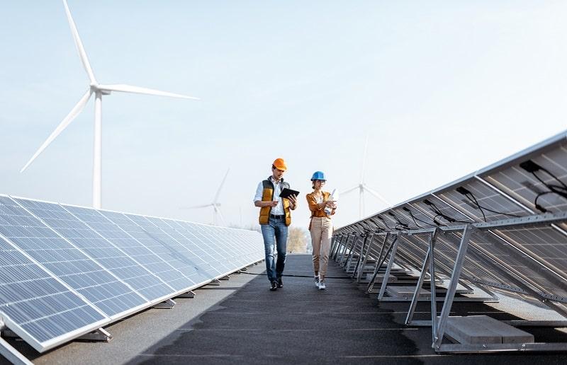 Energie renouvelable - éolienne et panneau solaire